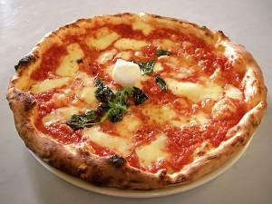 Pizza Margherita - Fotografia di ElfQrin - GNU Free Documentation License*